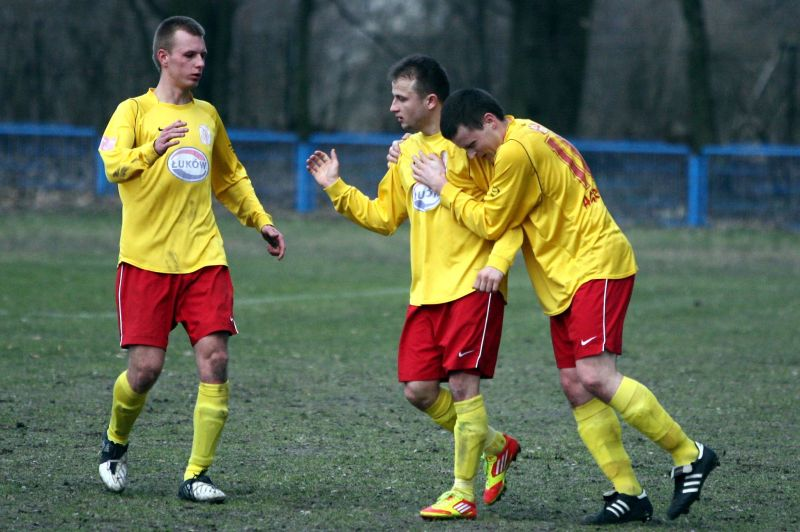 Piłkarze Orląt radowali się w niedzielę trzykrotnie