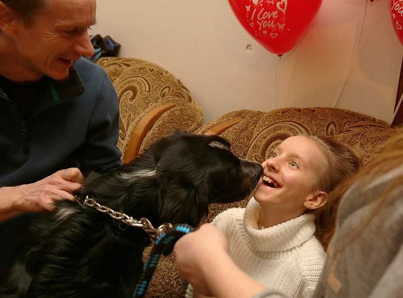 W domu Amandę witała wzruszona rodzina i stęsknione psy