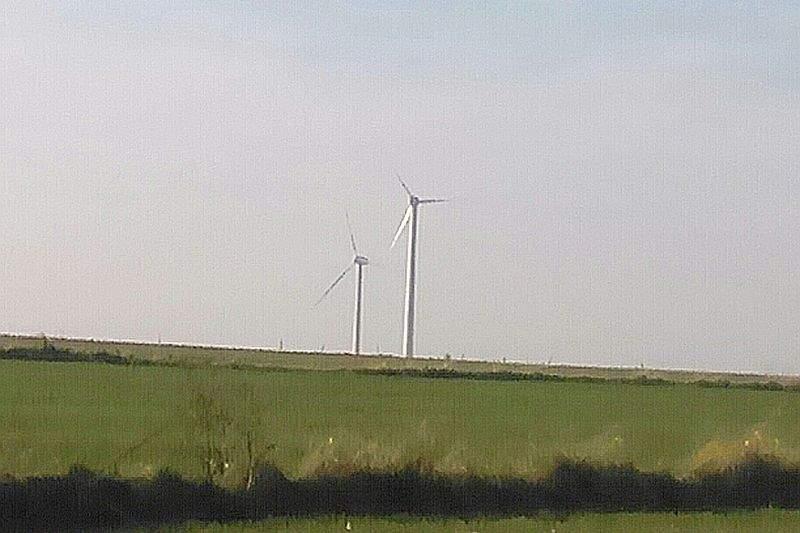 """Żółkiewka: Są dwa wiatraki, a będzie ponad 20. Mieszkańcy: """"Krowy przestaną się cielić"""""""