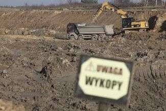Powstaje nowa trasa do Warszawy. Drogowcy kładą nawierzchnię