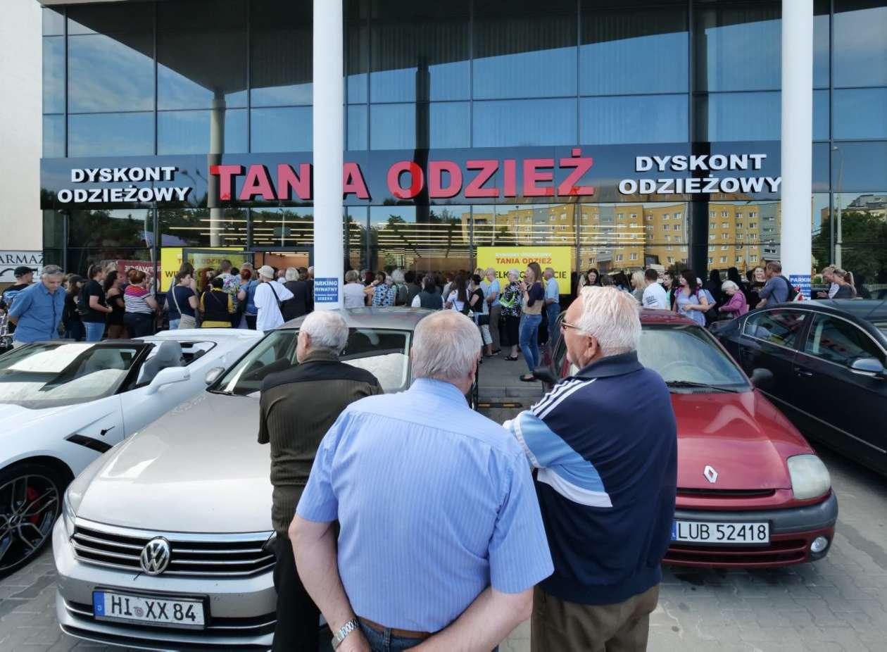 b4d3862277 Lublin  otwarcie sklepu z tanią odzieżą (zdjęcie 13) - Autor  Maciej  Kaczanowski
