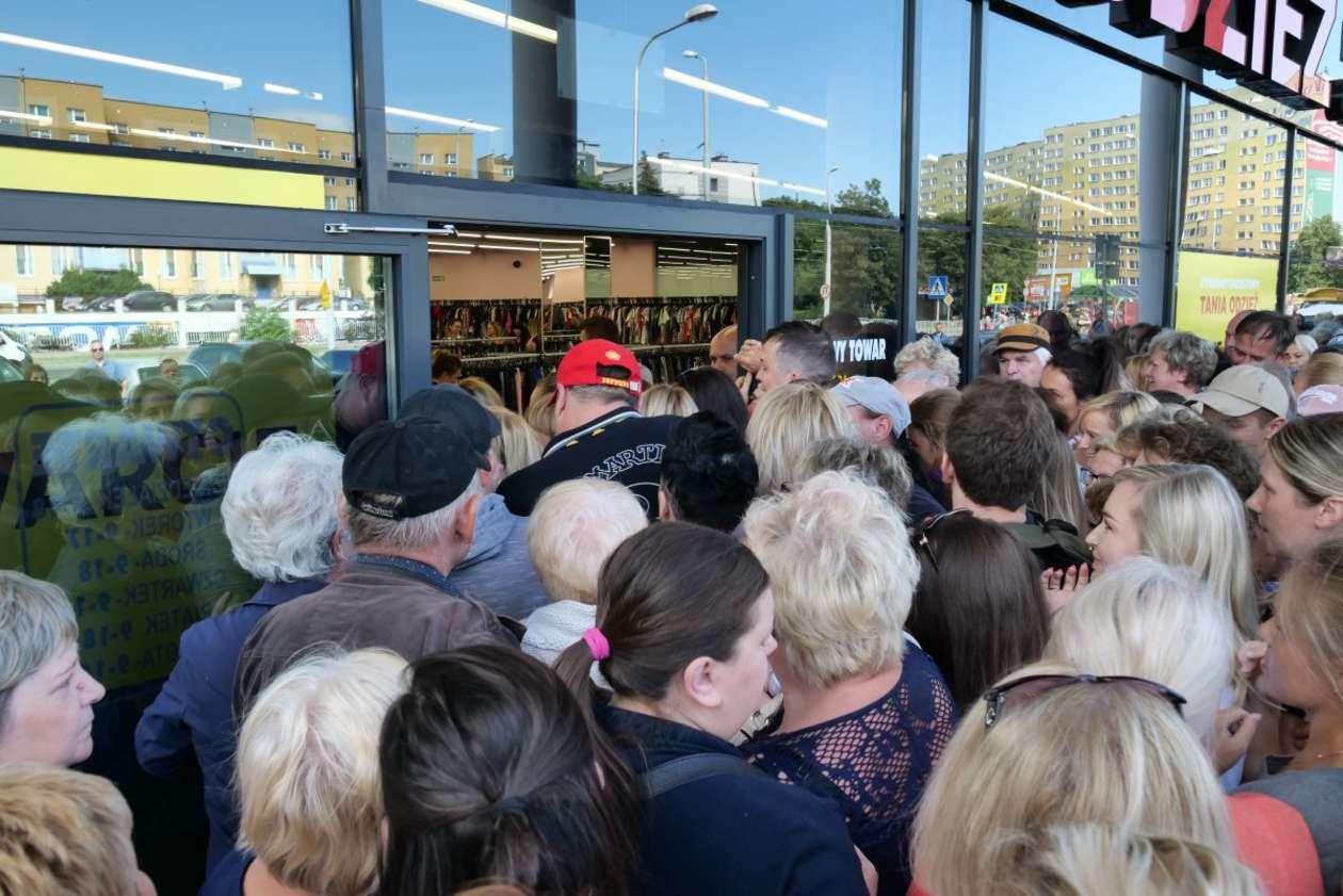 b6d5397098 Lublin  otwarcie sklepu z tanią odzieżą (zdjęcie 7) - Autor  Maciej  Kaczanowski