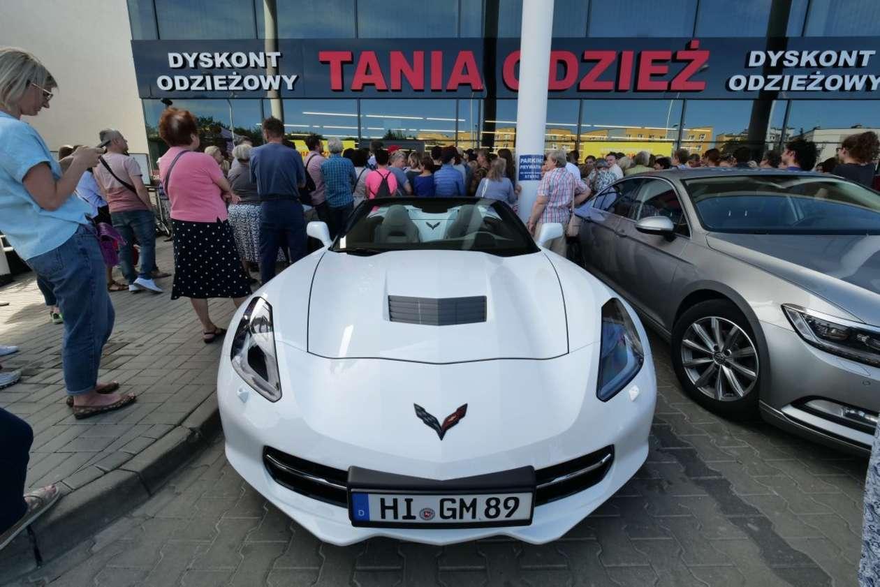 0c054d4afa Lublin  otwarcie sklepu z tanią odzieżą (zdjęcie 4) - Autor  Maciej  Kaczanowski