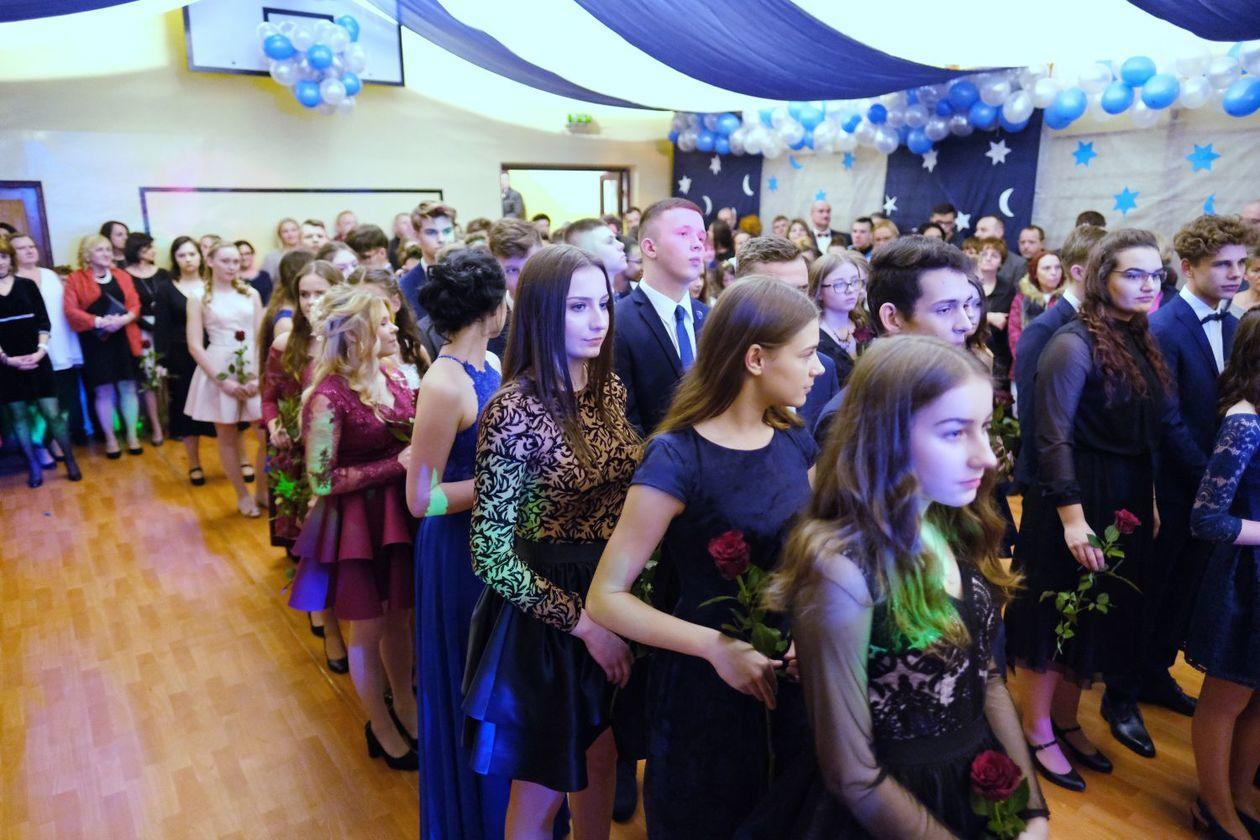 390ab1b881 Bal gimnazjalny w Szkole Podstawowej nr 19 im. Józefa Czechowicza w Lublinie  (zdjęcie 5