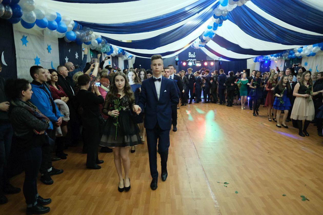 14a87299e3 Bal gimnazjalny w Szkole Podstawowej nr 19 im. Józefa Czechowicza w Lublinie  (zdjęcie 54