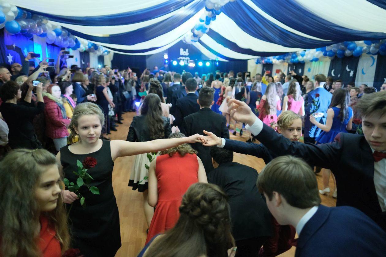 e739bab140 Bal gimnazjalny w Szkole Podstawowej nr 19 im. Józefa Czechowicza w Lublinie  (zdjęcie 68