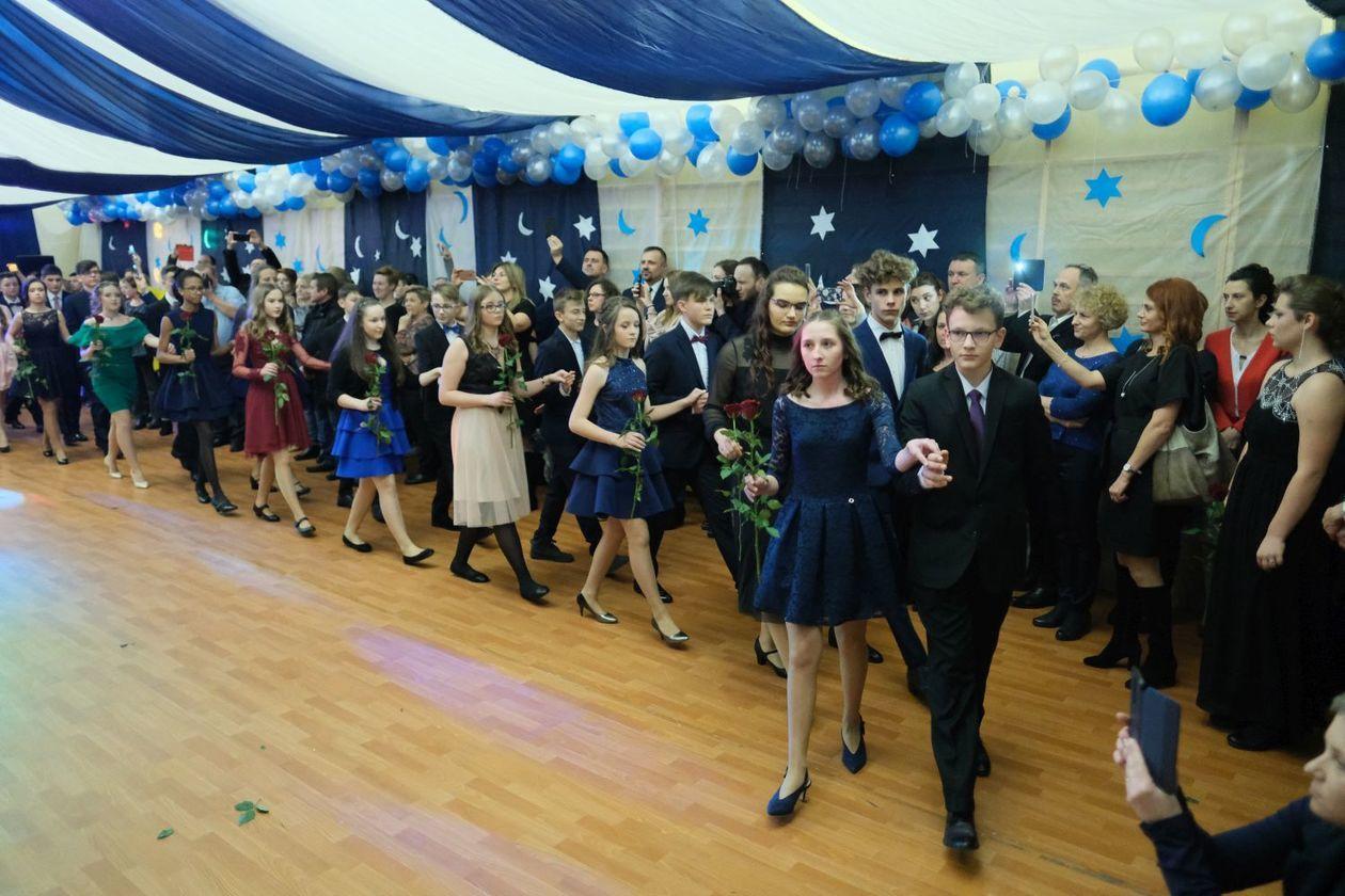 3d6ede8d06 Bal gimnazjalny w Szkole Podstawowej nr 19 im. Józefa Czechowicza w Lublinie  (zdjęcie 55