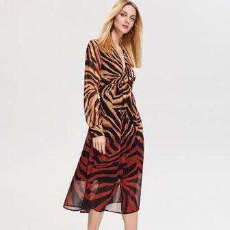 40f1a0b0dc Sukienki to wręcz obowiązkowy element damskiej garderoby. Które modele będą  najmodniejsze w sezonie wiosna-lato 2019  Sprawdź w naszym artykule.