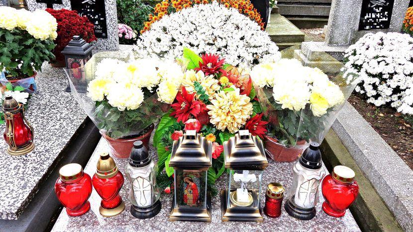 Nie Zalewajmy Naszych Cmentarzy Sztucznymi Kwiatami Wazny Apel Przed Dniem Wszystkich Swietych Dziennik Wschodni