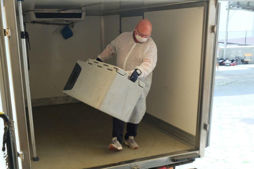 Pierwsza dostawa 10 litrów osocza ozdrowieńców trafiła dzisiaj do Biomedu