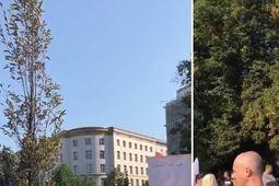 """Ulicami Warszawy przeszedł marsz """"Zakończyć plandemię! Dość kłamstw!"""" 83bc6583d0d978128080586d52c1c7ec crd thumb"""