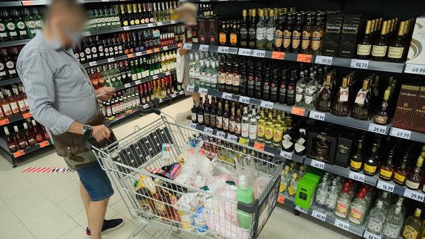 """<a href=""""https://www.dziennikwschodni.pl/koronawirus/n,1000276279,zakaz-sprzedazy-alkoholu-po-godzinie-19-to-jeden-z-pomyslow-na-nowe-obostrzenia.html"""">Zakaz sprzedaży alkoholu po godzinie 19? To jeden z pomysłów na nowe obostrzenia</a> thumbnail  Szkło, stal i banknoty. Tam koronawirus może przetrwać najdłużej 11e489f71e0cb78622da3e844e0e2a84 std crd 615"""