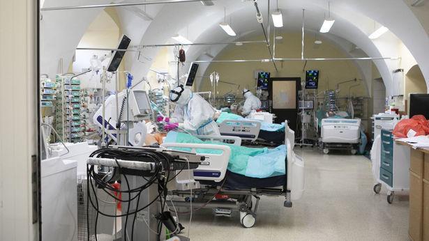 """<a href=""""https://www.dziennikwschodni.pl/koronawirus/n,1000276336,swiatowa-organizacja-zdrowia-czas-na-zaostrzenie-srodkow-walki-z-pandemia-w-europie.html"""">Światowa Organizacja Zdrowia: Czas na zaostrzenie środków walki z pandemią w Europie</a> thumbnail  Czy uczniowie zostaną w domach? Łukasz Schreiber: Dzisiaj decyzja rządu ws. szkół 252ac9bb01f78601a52fe50856261215 std crd 615"""