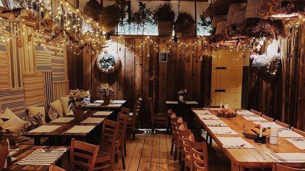 """<a href=""""https://www.dziennikwschodni.pl/lublin/n,1000276414,lubelski-restaurator-z-czerwonej-strefy-gwozdz-do-trumny.html"""">Lubelski restaurator z czerwonej strefy: """"Gwóźdź do trumny""""</a> thumbnail  Policja przerwała wesele w Londynie. Bawiło się na nim zbyt dużo gości b6a34239c4f7d3d5fb301f5ae1b351ba std crd 615"""